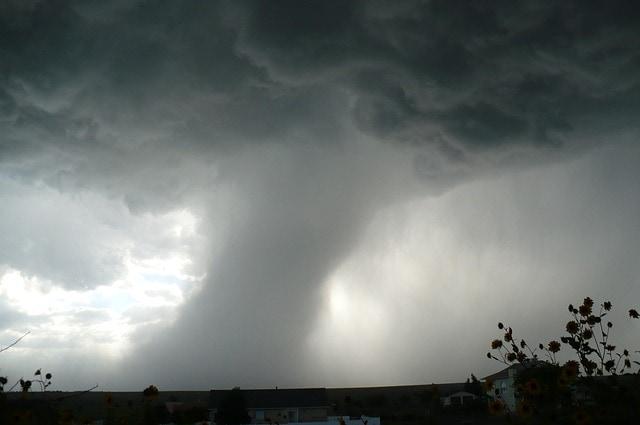 Furtuna 'Ignatz' se deplasează deasupra Germaniei – avertizare de tornadă 'scurtă'